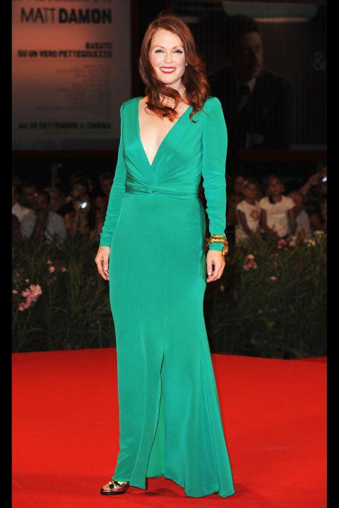 54bc08b5739a3_-_hbz-100-best-dresses-2009-julianne-moore