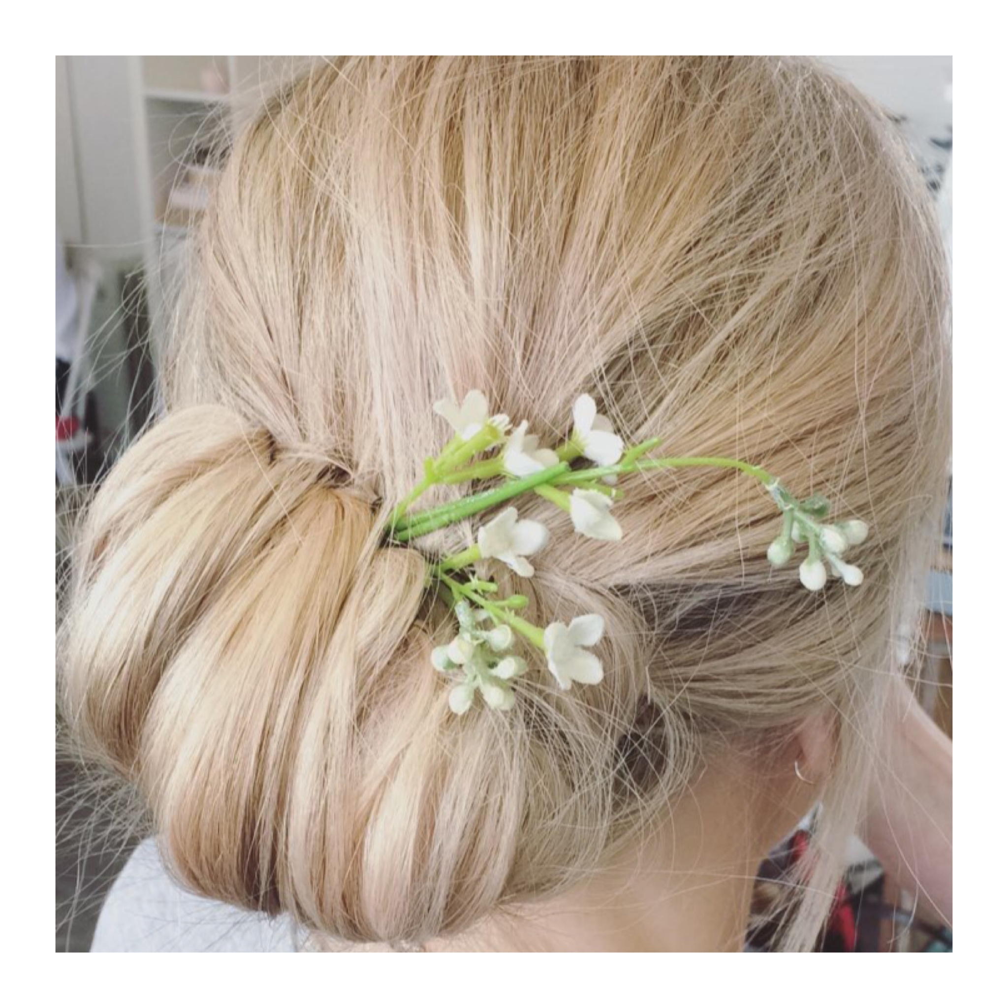 Upstyle with flowers