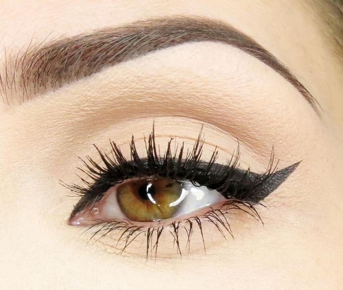 Wing eyeliner, eyelashes, night look